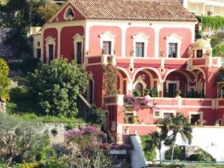PALAZZO DEL VESCOVO - Salerno vacation rentals