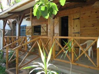 Chalets typique mauricien pour 1 à 15 personnes - Pointe Aux Sables vacation rentals