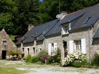 Oak Cottage  with shared heated pool - Guemene-sur-Scorff vacation rentals