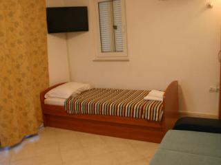 Kiki nice apartment for 5 people - Novalja vacation rentals
