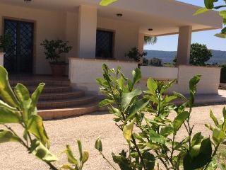 B&B  tra gli ulivi e il mare di Puglia Camera 01 - Speziale vacation rentals