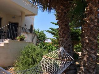 B&B  tra gli ulivi e il mare di Puglia Camera 02 - Speziale vacation rentals