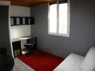Studio meublé centre ville d'Avignon gauche - Avignon vacation rentals