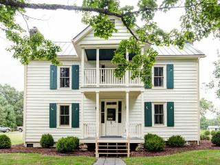 1860's House - A wonderful 4 bed restored farmhouse located within Meadow Lane - Shenandoah Valley vacation rentals