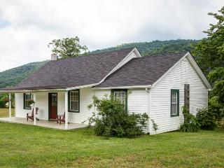 Jackson Cottage - A stunning 2 bed 1 bath cottage beside the Jackson River within Meadow Lane. Convenient access for fly fishing - Hot Springs vacation rentals