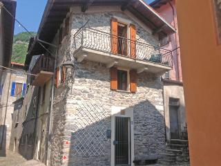 Nice 2 bedroom Ossuccio Townhouse with Internet Access - Ossuccio vacation rentals