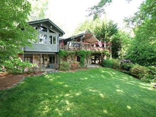 A Summer Place is the perfect lake front property for families in close proximity to the Inn and Club - Lake Toxaway vacation rentals