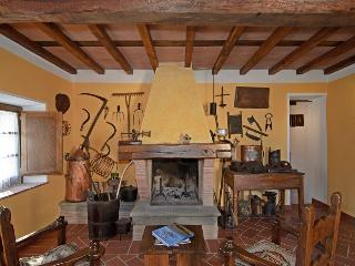"Agriturismo ""Le Scope"" casa Le Scope - Molazzana vacation rentals"