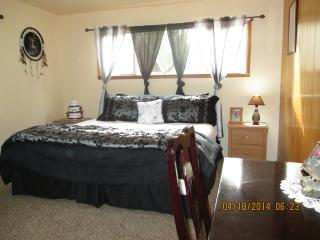 4 bedroom Farmhouse Barn with Internet Access in Forks - Forks vacation rentals