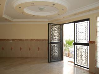 Cozy 2 bedroom Mahmutlar Apartment with A/C - Mahmutlar vacation rentals