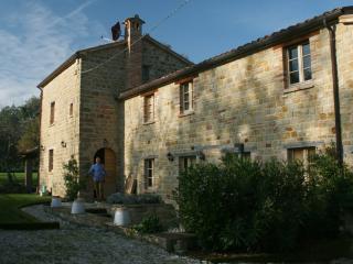 5 bedroom Farmhouse Barn with Satellite Or Cable TV in Gualdo - Gualdo vacation rentals