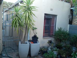 Garden Flat: A  holiday feel in a homely setting. - Cape Town vacation rentals
