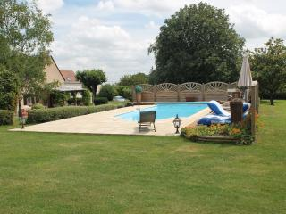 Luxury Gite with pool in the Vallee du Loir - La Chartre Sur Le Loir vacation rentals