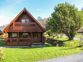 MAES ARTRO LODGE, detached log cabin, ground floor bedroom, communal lawns, Ref - Llanbedr vacation rentals