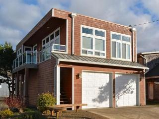Beautiful condo with partial ocean views - close to the Oregon coast - Rockaway Beach vacation rentals