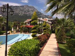 Cozy 3 bedroom Kemer Villa with Deck - Kemer vacation rentals
