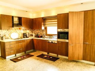 Spacious 6 bedroom Vacation Rental in Torba - Torba vacation rentals
