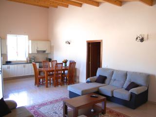 Cosy two-bedroom house in Algoz, Portugal, with air con, terrace and shared swimming pool - Algoz vacation rentals