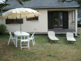 Bright and colourful 2-bedroom apartment in Manche, Normandy - 200m from Port-Bail beach! - Les Pieux vacation rentals