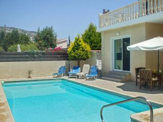 Villa Lauren - Spacious villa in Peyia, Cyprus, with 3 bedrooms, air con and private pool – sleeps 6 - Paphos vacation rentals