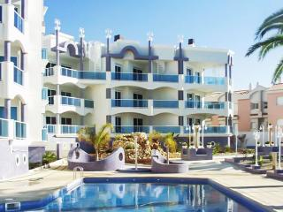Luxury apartment in Alcanar with 2 bedrooms, 2 terraces, sea views and pool – 20m from the beach! - Peniscola vacation rentals