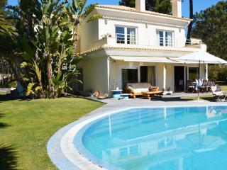 Spacious 5 bedroom Charneca da Caparica Villa with Deck - Charneca da Caparica vacation rentals