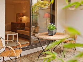 JARDIN DES PLANTES Parking Terrace Citycenter - Toulouse vacation rentals
