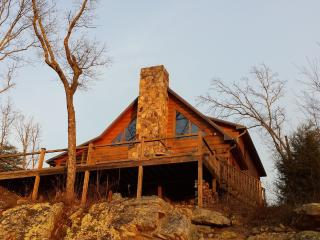 Hunters' Lodge, on the bluff of Lookout Mtn. - Rising Fawn vacation rentals
