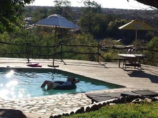 Cozy 2 bedroom Hoedspruit Chalet with Deck - Hoedspruit vacation rentals