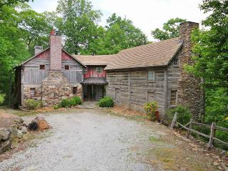 Stunning log cabin that epitomises luxury. This mountain cottage blends rustic chic and Blue Ridge elegance. - Lake Toxaway vacation rentals