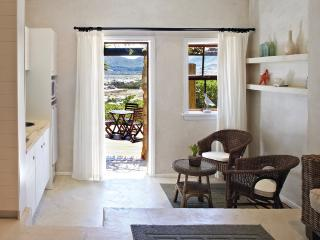 Romantic 1 bedroom Noordhoek Apartment with Deck - Noordhoek vacation rentals