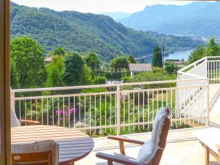 Bright 4 bedroom Villa in Luino - Luino vacation rentals