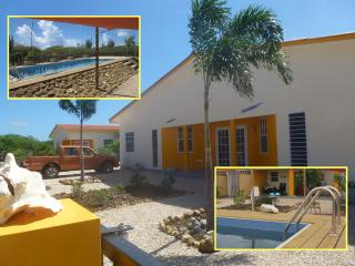 Sunny and colorful apartment with pool and large g - Sabadeco vacation rentals