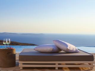Beautiful 4 bedroom Villa in Agios Stefanos - Agios Stefanos vacation rentals