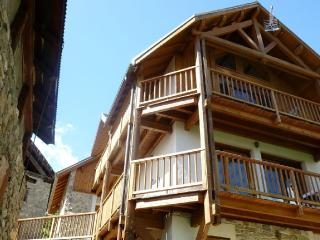 Superbe Chalet avec vue sur la vallée - Puy Saint Vincent vacation rentals