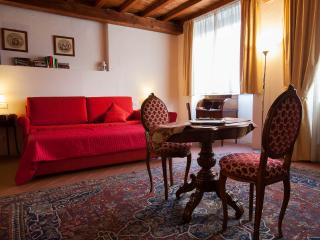 Magnificent Vacation Apartment in Center of Florence - Florence vacation rentals