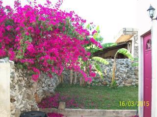 Charming 2 bedroom Izamal House with Internet Access - Izamal vacation rentals