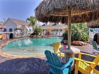 Spacious 3 bedroom 3 bath condo with a FABULOUS community pool! - Port Aransas vacation rentals