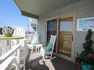 Summer Place A1 - Perfectly beachy first floor one bedroom ocean view condo. - Wrightsville Beach vacation rentals