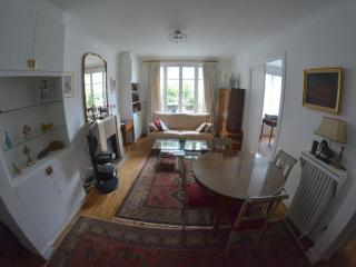Elegant apartment in Paris with 1 bedroom and WiFi – minutes from Champs Elysées! - Paris vacation rentals