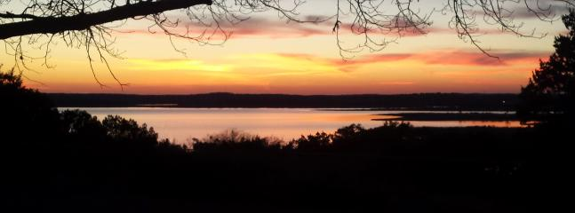 Enjoy the gorgeous sunsets from the backyard - Limin' Lakehouse - Great Amenities, Pool, Hot Tub - Canyon Lake - rentals