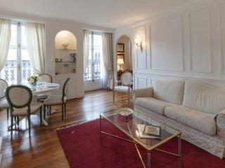 Two bedrooms   Paris Louvre district (457) - Paris vacation rentals