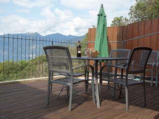 Cozy 3 bedroom Dumenza Villa with Internet Access - Dumenza vacation rentals