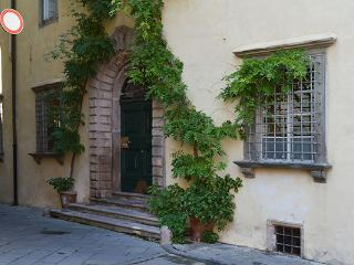 Luccan apartment in the medieval part of the city. SAL MZZ - Lucca vacation rentals