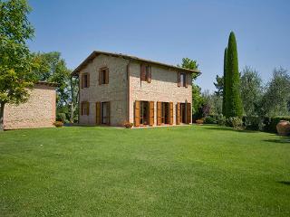 Quiet villa within walking distance of 12th century villa Palaia. SAL FTE - Tuscany vacation rentals