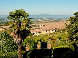 Impressive stone built, 6 bedroom farm house, set on a 750 acre farm, which produces Chianti Classico wine SAL COR - Chianti vacation rentals