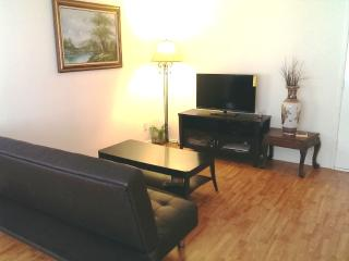 Hollywood 2+2 Cozy Apt-Walk Of Fame+Free Pkg+WiFi - Los Angeles vacation rentals