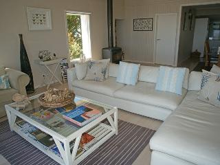 Cozy 3 bedroom Vacation Rental in Binalong Bay - Binalong Bay vacation rentals