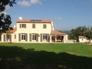 Holiday rental Villas Aix En Provence (Bouches-du-Rhône), 240 m², 4 500 € - Aix-en-Provence vacation rentals