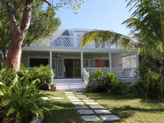 Relaxed island living with convenience and style - Harbour Island vacation rentals